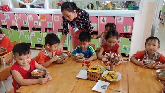 Một lớp giữ trẻ con công nhân tại Trường Mầm non Khu chế xuất Tân Thuận (quận 7)