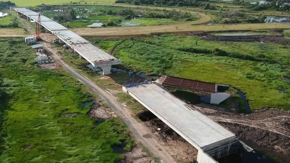 Dự án cao tốc Trung Lương - Mỹ Thuận. Ảnh: CAO THĂNG