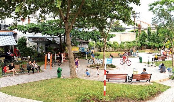 Công viên phường 15, quận 8 dưới chân cầu số 3 đường Nguyễn Sỹ Cố, từng là nơi đổ rác tự phát. Ảnh: NGUYỄN NHÂN