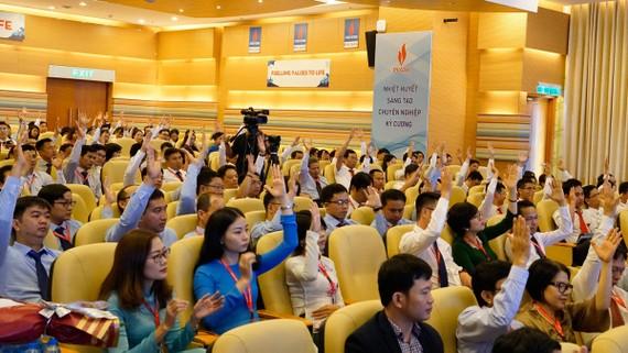 Cán bộ công nhân viên PV GAS biểu quyết ủng hộ các quyết sách của Ban lãnh đạo