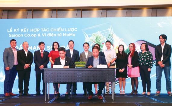 Lãnh đạo Saigon Co.op và Ví MoMo ký kết hợp tác chiến lược thúc đẩy thanh toán không dùng tiền mặt