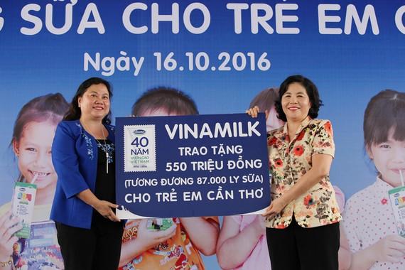 Trong hành trình 12 năm Vinamilk và Quỹ sữa Vươn Cao Việt Nam đã trao tặng 35 triệu ly sữa cho 441 ngàn trẻ em khó khăn trên khắp Việt Nam