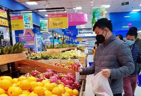 Thanh long đang được hệ thống siêu thị tại TPHCM hỗ trợ thu mua và tiêu thụ