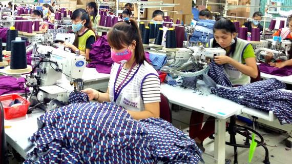 Một số doanh nghiệp may xuất khẩu tại Thừa Thiên-Huế sử dụng nguyên liệu thay thế để ổn định sản xuất