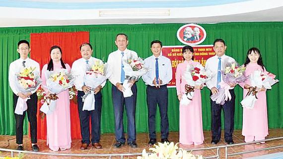 Ra mắt Ban chấp hành mới, nhiệm kỳ 2020-2025, đồng chí Lưu Hoàng Tân, Chủ tịch kiêm Giám đốc công ty được bầu giữ chức Bí thư Đảng ủy  (người thứ năm từ phải sang)