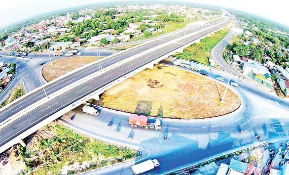 Đường cao tốc TPHCM - Long Thành - Dầu Giây đưa vào vận hành đã phần nào đáp ứng nhu cầu vận tải, phục vụ phát triển kinh tế - xã hội khu vực. Nguồn: Hương Giang