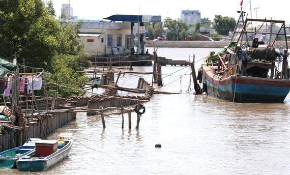 """Đoạn bờ Bắc kênh Nông Trường """" đóng băng"""" kể từ sau sự cố cách đây 4 năm"""