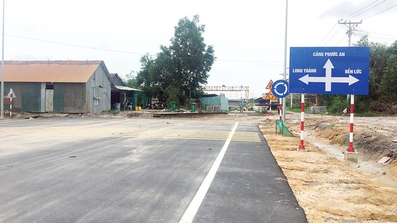 Đường vào khu dịch vụ cảng Phước An đang được đầu tư mở rộng