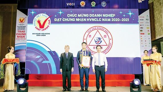 Yến sào Khánh Hòa lần thứ 12 nhận danh hiệu Hàng Việt Nam chất lượng cao 2020