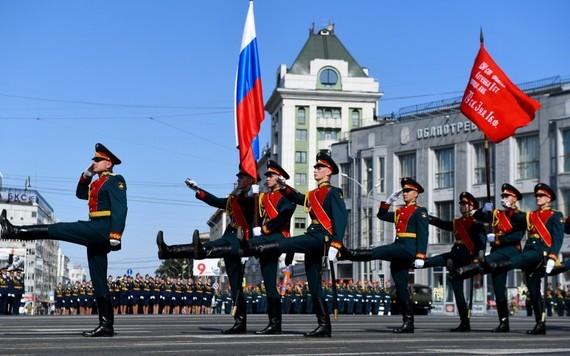 Lễ diễu binh được tổ chức tại thành phố Novosibirsk