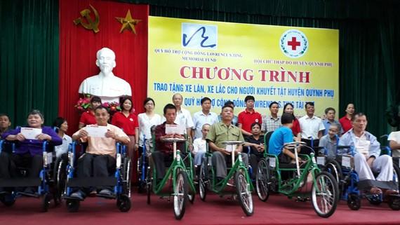 Quỹ Lawrence S. Ting trao tặng xe lăn, xe lắc cho người khuyết tật có hoàn cảnh khó khăn tại huyện Quỳnh Phụ, tỉnh Thái Bình