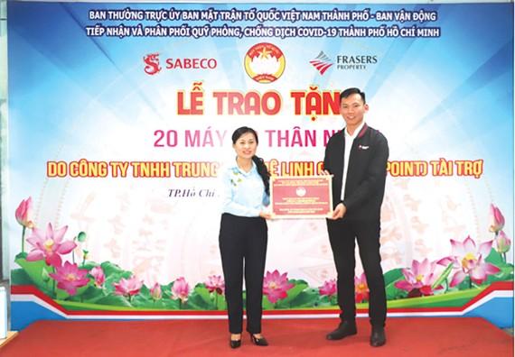 Công ty Mê Linh Point ủng hộ 20 máy đo thân nhiệt hỗ trợ phòng chống dịch Covid-19