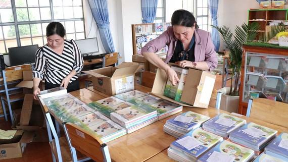 Thực hiện nghiêm việc trang bị SGK và tài liệu tham khảo trong trường tiểu học