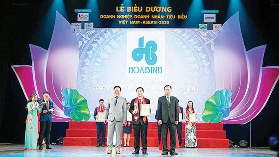 Hòa Bình nhận danh hiệu Doanh nghiệp tiêu biểu ASEAN 2020