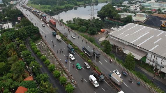 Khu vực cầu Bình Điền không còn là điểm nóng ùn tắc giao thông. Ảnh: CAO THĂNG