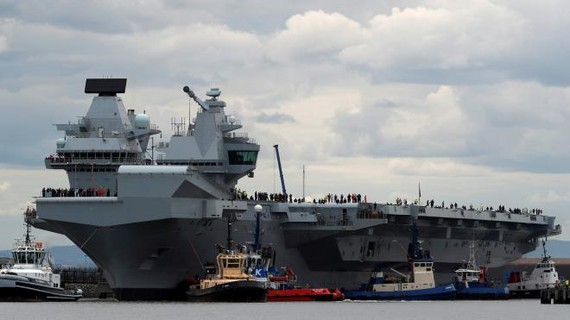 Tàu sân bay HMS Queen Elizabeth của Anh. Ảnh: Reuters