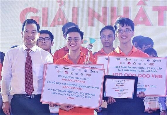 Dự án Korona Board Game của 2 sinh viên Trường ĐH Khoa học Tự nhiên (ĐH Quốc gia TPHCM)  và Trường ĐH Cần Thơ đoạt giải nhất cuộc thi Ý tưởng khởi nghiệp năm 2020