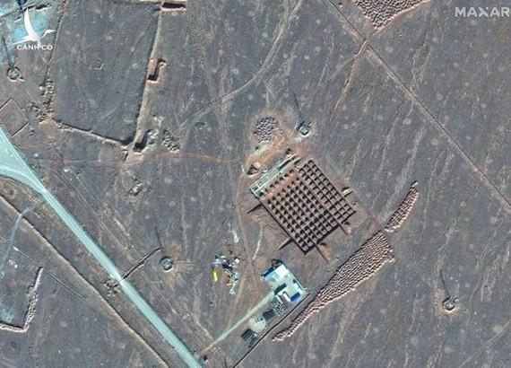Ảnh vệ tinh cho thấy cơ sở hạt nhân Fordo của Iran, nơi được cho là đang tăng cường phòng không. Ảnh: AP