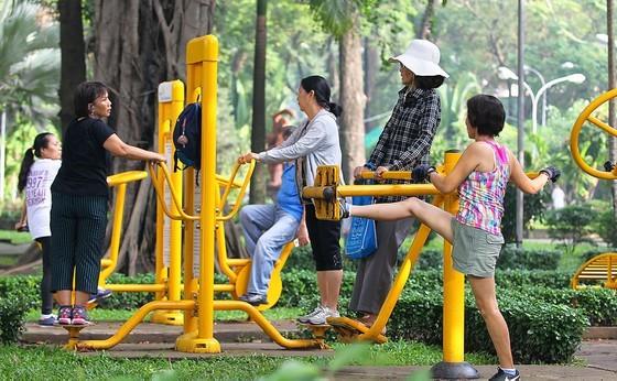 Người lớn tuổi cần tăng cường tập luyện thể dục thể thao. Ảnh: HOÀNG HÙNG