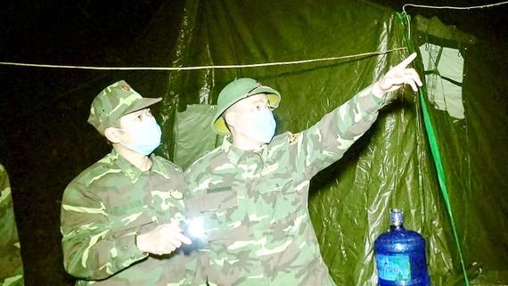 Cán bộ, chiến sĩ Bộ đội Biên phòng Lạng Sơn thường trực trên biên giới để kiểm soát, xử lý người nhập cảnh trái phép. Ảnh: MINH KHANG