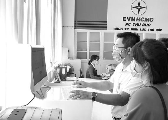 EVNHCMC cung cấp 100% dịch vụ điện 24/7 trực tuyến cấp độ 4 với 19 loại hình dịch vụ