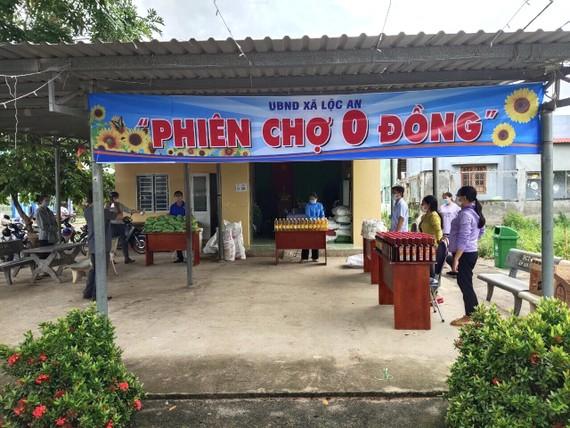 Phiền chợ 0 đồng được tổ chức tại xã Lộc An (huyện Đất Đỏ) nhằm hỗ trợ những gia đình khó khăn. Ảnh: Báo BR-VT
