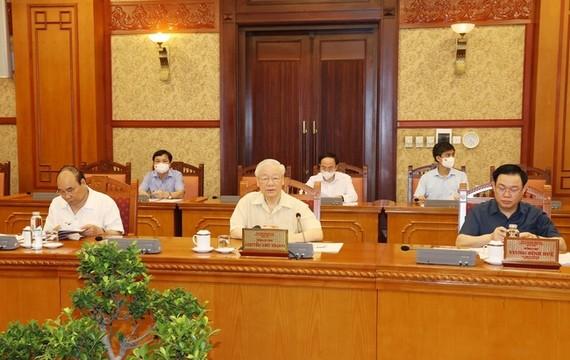 Tổng Bí thư Nguyễn Phú Trọng và các đồng chí Bộ Chính trị tại buổi họp.  Ảnh: ĐCSVN