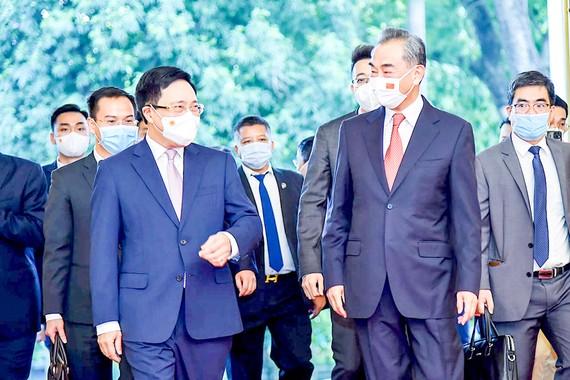 Phó Thủ tướng Thường trực Phạm Bình Minh cùng Bộ trưởng Bộ Ngoại giao Trung Quốc Vương Nghị