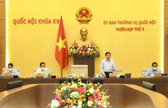 Một phiên họp của UBTVQH. Ảnh tư liệu SGGP