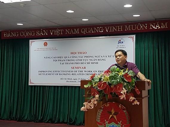Phó Vụ trưởng Vụ 3, Viện KSND Tối cao Đỗ Mạnh Bổng phát biểu tại hội nghị