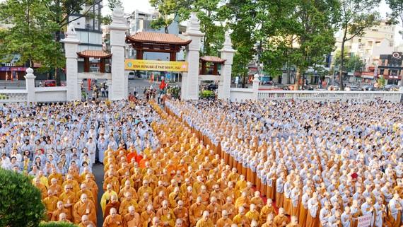 Đại Lễ Phật đản tại Việt Nam Quốc tự. Ảnh: VIỆT DŨNG