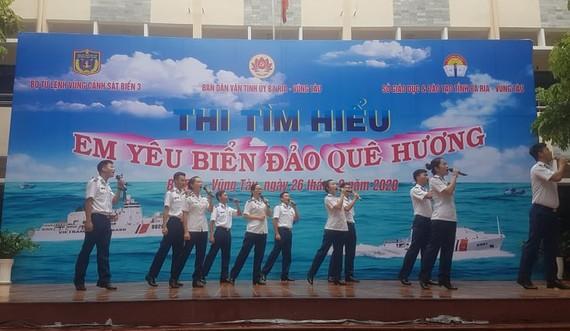 Một tiết mục văn nghệ tuyên truyền biển đảo của Vùng Cảnh sát biển 3