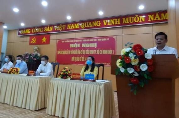 Ứng cử viên Nguyễn Toàn Thắng trình bày chương trình hành động với cử tri phường Đông Hưng Thuận (quận 12)