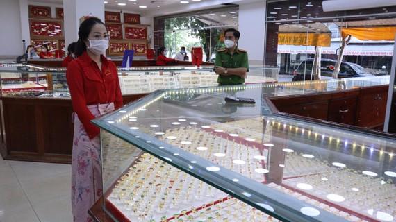 Bình Phước khởi tố nhân viên trộm 2.386 nhẫn vàng