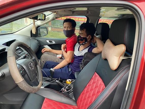 Những người trên ô tô khi bị lực lượng chức năng phát hiện