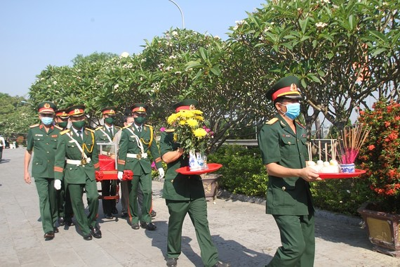 Quảng Trị tiếp nhận hài cốt liệt sĩ hy sinh tại Lào về an táng tại Nghĩa trang liệt sĩ Quốc gia đường 9