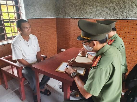 Cơ quan chức năng lấy lời khai của ông Cao Xuân Trường