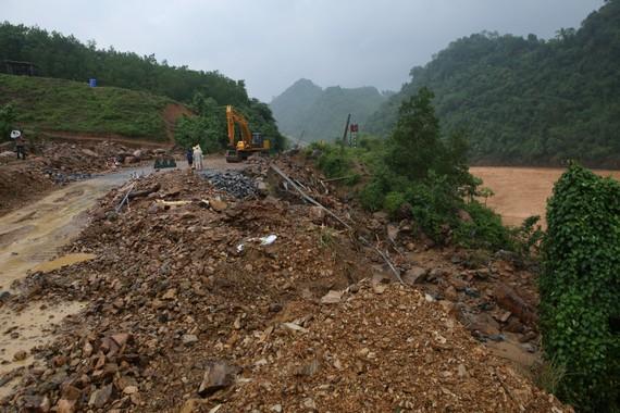 Nhiều điểm sạt lở nghiêm trọng trên tuyến Quốc lộ 9 (đoạn qua huyện Đakrông)