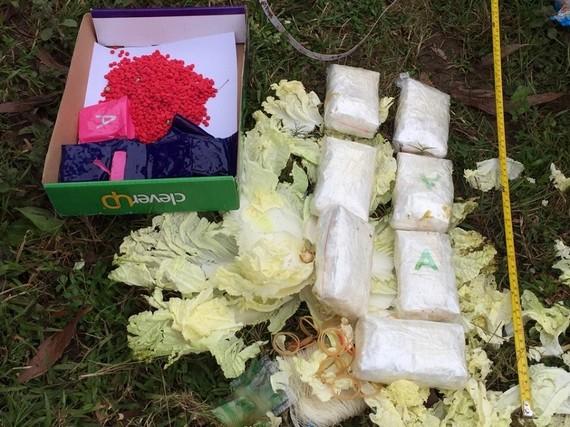 16.000 viên ma túy tổng hợp được bọc trong các cải thảo vứt lề đường