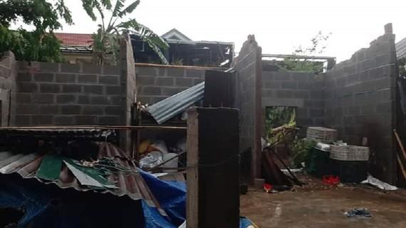 Một ngôi nhà của người dân tại xã Tân Long (huyện Hướng Hóa) bị tốc mái hoàn toàn