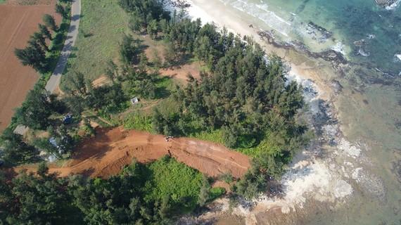Công trình được thi công nằm trong phạm vi khoanh vùng bảo vệ khu vực II, xâm phạm di tích Địa đạo Mũi Si.