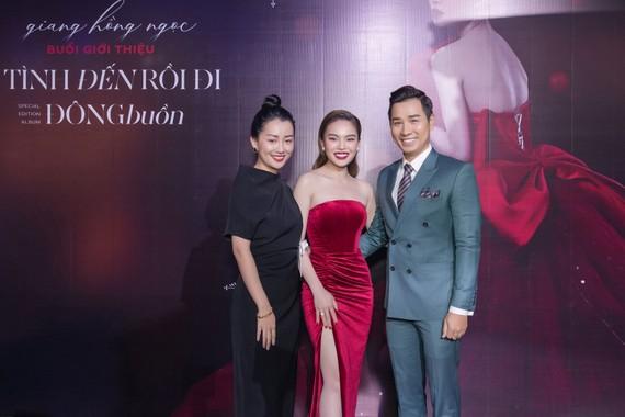 MC Nguyên Khang và Quỳnh Chi chúc mừng Giang Hồng Ngọc ra sản phẩm mới