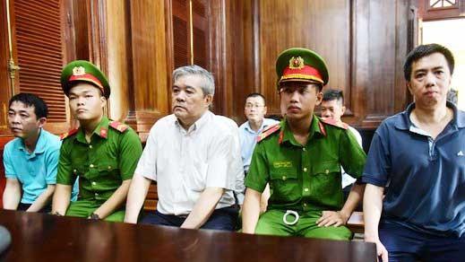 Các bị cáo trong vụ VN Pharma tại phiên tòa. Ảnh: M.HOA