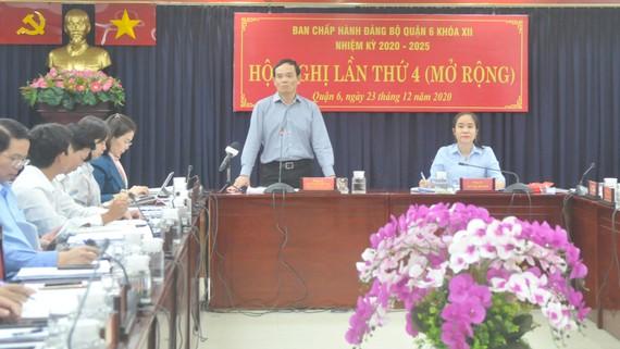 Phó Bí thư thường trực Thành ủy TPHCM Trần Lưu Quang phát biểu chỉ đạo tại buổi làm việc. Ảnh: CAO THĂNG