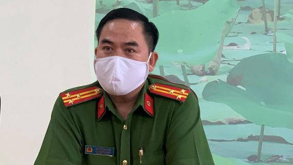 Thượng tá Nguyễn Minh Thơ trao đổi với báo chí. Ảnh: HOÀNG MINH