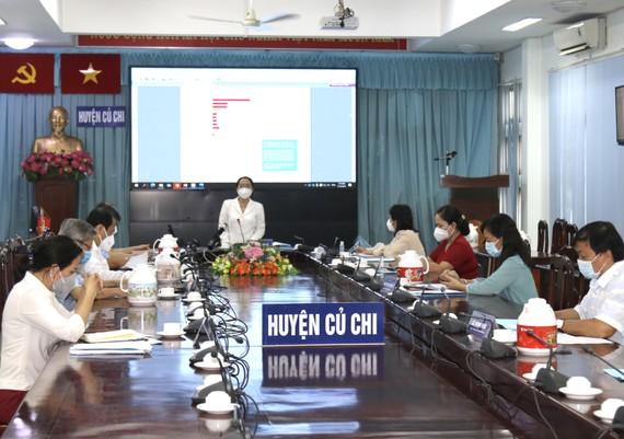 Chủ tịch HĐND TPHCM Nguyễn Thị Lệ làm việc với huyện Củ Chi về công tác phòng chống dịch Covid-19. Ảnh: LONG HỒ
