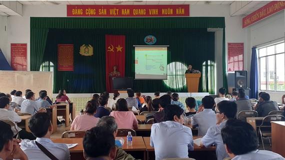 Một buổi tuyên truyền cho cộng đồng tại Đội PCCC-CNCH Công an quận Tân Bình