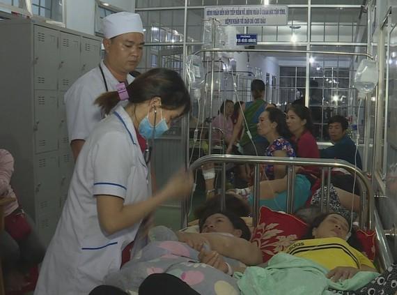Nhiều người nhập viện nghi ngộ độc sau ăn cưới