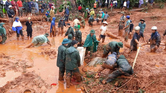 Thi thể các nạn nhân được tìm thấy dưới lớp đất đá