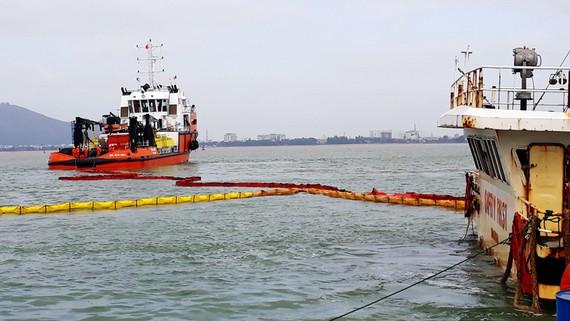 Cận cảnh 9 xác tàu hàng bị chìm, mắc cạn tại vùng biển Quy Nhơn